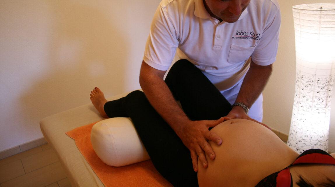 Osteopathische Behandlung Babybauch